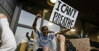 Usa, afroamericano soffocato con un ginocchio sul collo dagli agenti: proteste e scontri a Minneapolis. Fbi indaga