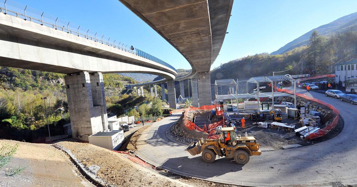 Ci risiamo: vanno salvIati i colossi del cemento