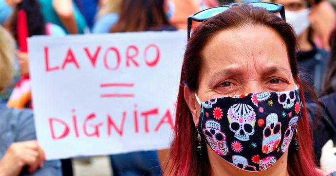 Precarie e occupate nei settori più danneggiati dalla pandemia: perché la recessione da Covid ha colpito soprattutto le donne