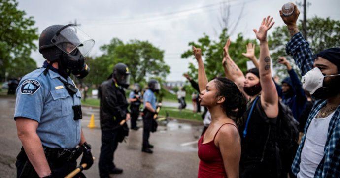 Usa, un altro caso di brutalità contro un uomo di colore: la giustizia non sempre porta la divisa