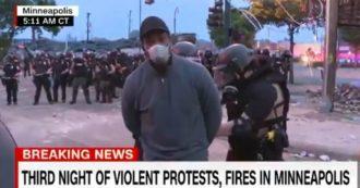 """George Floyd, giornalista ispanico della Cnn arrestato in diretta durante le proteste. La tv: """"È violazione del primo emendamento"""""""