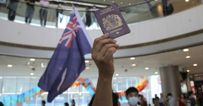"""Hong Kong, Gran Bretagna pronta a offrire la cittadinanza a 300mila persone. La Cina: """"Adotteremo le necessarie contromisure"""""""