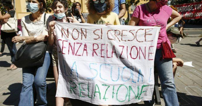 L'Italia non tiene alla sua scuola: è tutto un 'cavatevela da soli'. Così oggi si scende in piazza