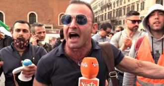 """""""Il Covid? Un bluff della finanza mondiale"""". Tra complotti e negazionismo, così parlano i gilet arancioni assembrati a Roma e a Milano"""