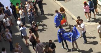 Center-right in the square, protesters with the European Union flag insulted by the demonstrators:
