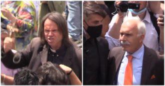 Gilet arancioni a Roma, niente mascherine e insulti a Mattarella e Conte: la manifestazione