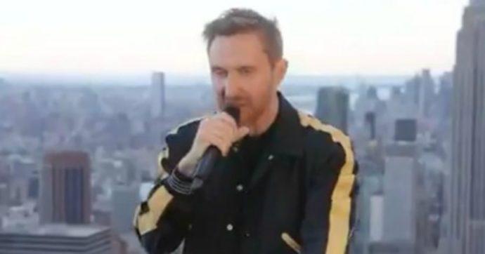 """David Guetta: """"Ho registrato un pezzo speciale in onore di George Floyd"""" e lancia un remix. Sui social scoppia la polemica"""
