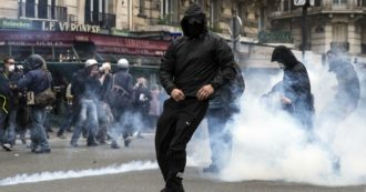 Parigi, nuova perizia su giovane di banlieue morto in gendarmeria infiamma le strade