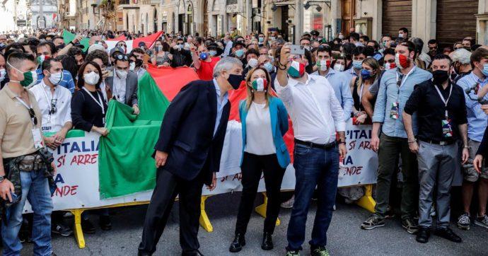 In Edicola sul Fatto Quotidiano del 3 Giugno: Destravirus. 2 giugno fuorilegge. L'assembramento di Salvini&C