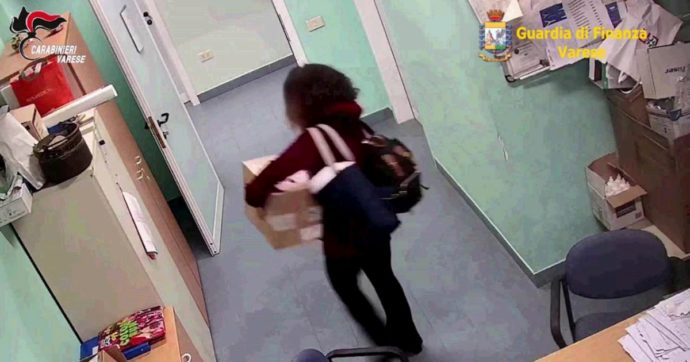 """Saronno, sottraevano attrezzature all'ospedale per rivenderle: due arrestati. La dirigente intercettata: """"Ci compriamo la borsa di Prada"""""""