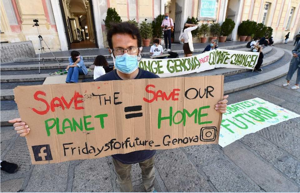 Fridays for future, pochi giovani in piazza contro il cambiamento climatico: dalle scarpe di Torino al tour ...