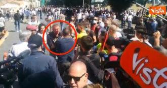 """Circo Massimo, il manifestante (ex Lega e FdI): """"Evento pacifico"""". E viene aggredito da dirigente di Forza Nuova – VIDEO"""