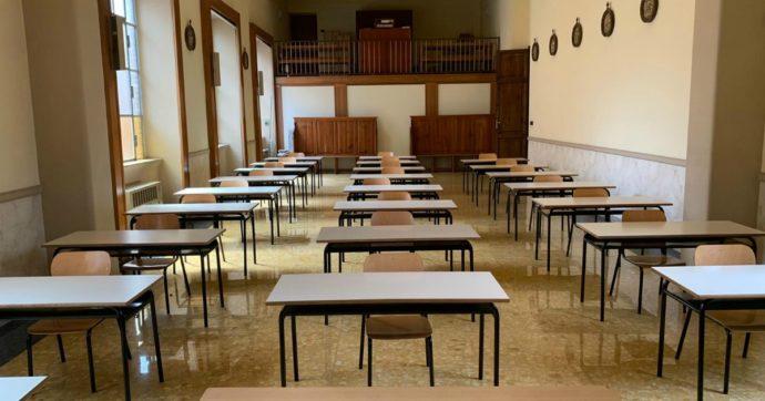 """Roma, la chiesa della scuola trasformata in un'aula per assicurare le distanze tra i banchi. Il coordinatore: """"Coperti tutti i simboli sacri"""""""