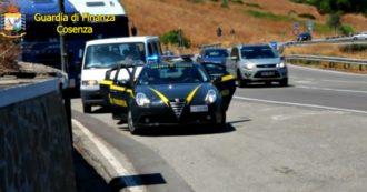 Caporalato nel settore agricolo, blitz di 300 finanzieri tra Cosenza e Matera: 52 arresti. Le immagini