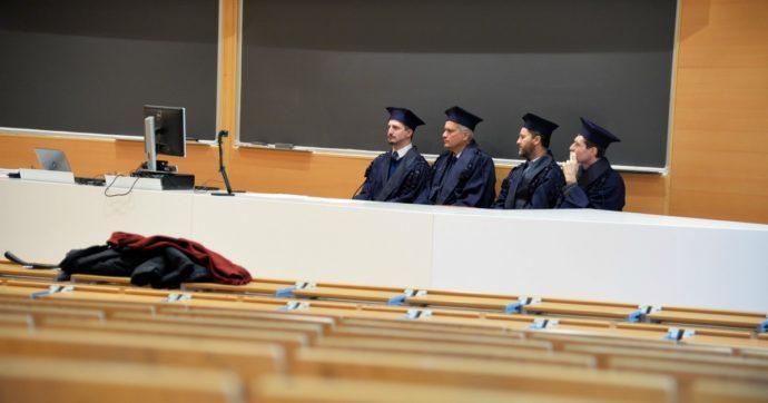 """Università, Almalaurea: """"Scende l'occupazione tra i neolaureati (-9%) dopo l'emergenza Covid. Il 47% pronto ad andare all'estero per lavorare"""""""
