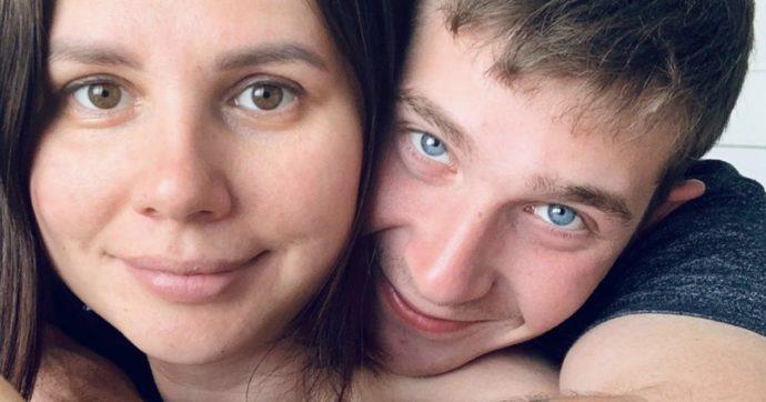 Influencer incinta del figliastro più giovane di 15 anni