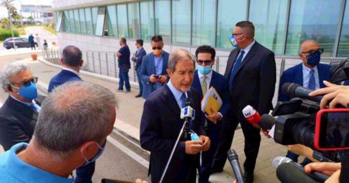 Sicilia, i sindaci scrivono al governo contro Alitalia: 'Pochi voli e molto costosi. Specula'. Musumeci: 'Compagnia di bandiera? Di pirati'