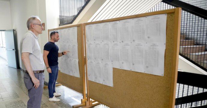 """Scuola, addio ai """"quadri"""" affissi in corridoio: ammissione e voti saranno pubblicati solo nel registro elettronico"""