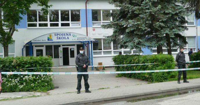 Slovacchia, vicedirettore ucciso a coltellate a scuola da aggressore: aveva provato a difendere i bambini