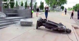 """George Floyd, abbattute le statue dei """"razzisti"""": le immagini dagli Usa a Londra. A Richmond Colombo incendiato e buttato in un lago"""