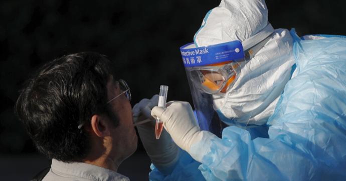 Coronavirus, record di nuovi casi in Cina: in 24 ore registrati 57 positivi, 36 legati al focolaio in un mercato di Pechino