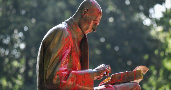 Montanelli: imperfetta è la statua, l'imbrattatore e un'umanità bisognosa di piedistalli