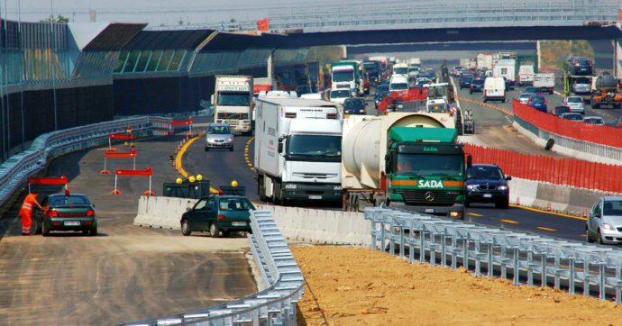 """Liguria, il ministero convoca Autostrade per """"ottimizzare"""" verifiche su gallerie dopo disagi per automobilisti: oggi fino a 14 km di coda"""