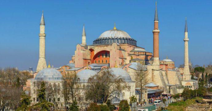 """Santa Sofia torna moschea dopo 86 anni: il Consiglio di Stato turco dalla parte di Erdoğan. Lui: """"Continuerà ad accogliere tutti"""""""