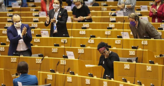 """Razzismo, l'eurodeputata nata in Mali: """"Io aggredita dalla polizia belga"""". Sassoli: """"Chiederemo spiegazioni"""""""