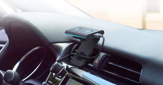 Echo Auto, Amazon porta l'assistente digitale Alexa nelle automobili
