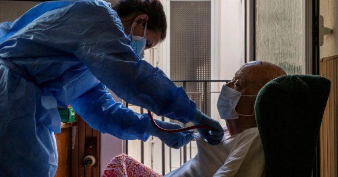 Obbligo vaccinale, buco normativo esclude alcune categorie di lavoratori a contatto diretto con ospiti di strutture per persone fragili