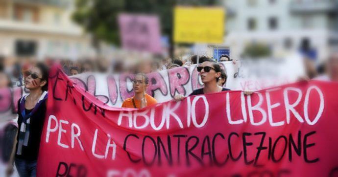 """Aborto, Regione Piemonte contro le nuove linee guida sulla pillola Ru486: """"Dubbi legali"""". I ginecologi: """"Grande successo per le donne"""""""