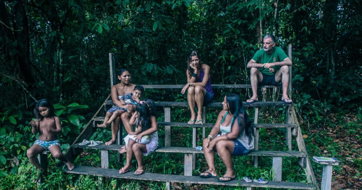 Istruzione, pc e sanità: l'italiana che ha scelto di vivere (e aiutare) l'Amazzonia