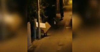 Caserta, cittadini scappano di notte dalla zona rossa di Mondragone: le immagini
