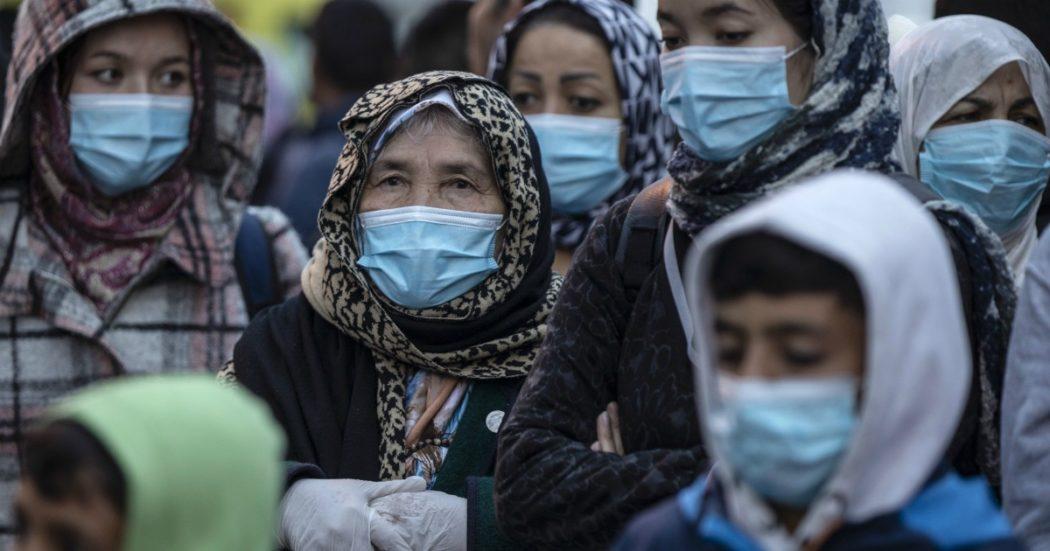 """Coronavirus, Amnesty International: """"Violenze e discriminazioni contro le minoranze etniche: durante la pandemia è emerso il razzismo istituzionalizzato della polizia in Europa"""""""
