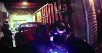 Usa, nuovo caso Floyd in Arizona: video mostra 27enne che muore soffocato durante l'arresto. Tre agenti si dimettono