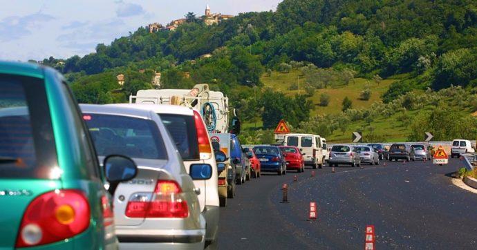 Liguria, traffico in tilt per lavori in autostrada: fino a 12 chilometri di coda verso Genova. E Autostrade vuole chiudere totalmente 14 tratte