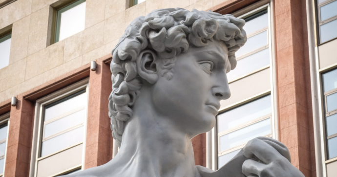 Versilia, il David tatuato arriva a Pietrasanta: la mostra itinerante delle statue di Fabio Viale
