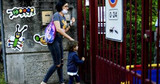 """Crisi, ogni anno migliaia di mamme spariscono dal mercato del lavoro. """"Impossibile conciliare impiego con cura dei figli, non è una scelta. Il covid peggiorerà le cose, smart-working solo una toppa"""""""