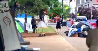 Usa, uomo bianco spara sui manifestanti Black Lives Matter a Louisville: un morto e un ferito. Le immagini