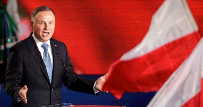 Polonia, il presidente Duda in vantaggio alle presidenziali: verso il ballottaggio con l'europeista Rafal Trzaskowski