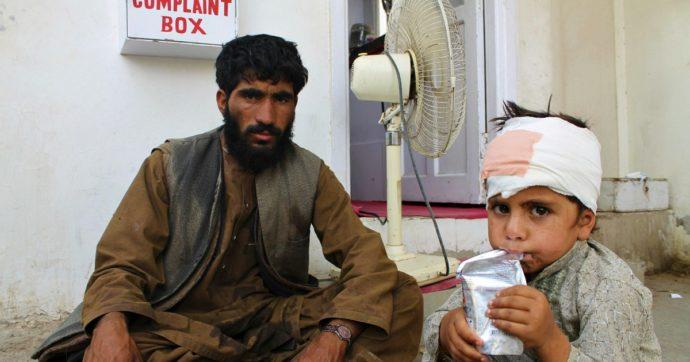 """Afghanistan, esplosioni in un mercato in Helmand: 23 morti, anche bambini. Governo incolpa i Taliban. Insorti: """"È opera di Kabul"""""""