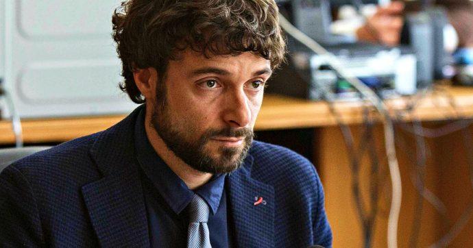 """M5s, nel Lazio si dimette il consigliere Marco Cacciatore: """"La scissione a Roma è già in atto"""". Dal fronte rifiuti ai malumori per un Raggi-bis"""