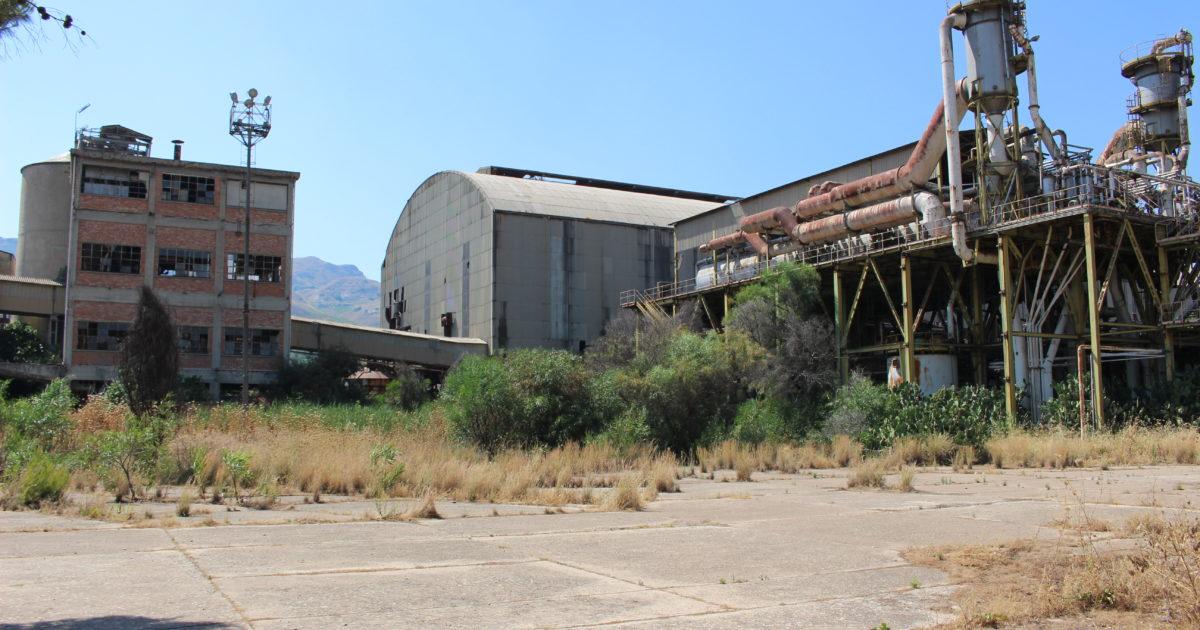 In Sicilia la fabbrica fantasma dell'ex Montedison uccide ancora (dopo 30 anni)
