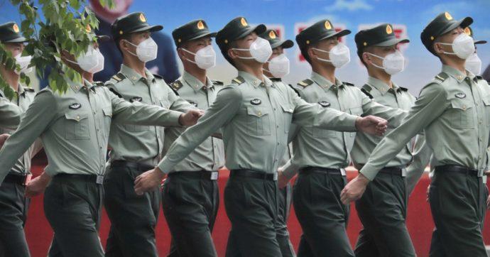Coronavirus, la Cina annuncia la sperimentazione di un vaccino. A testarlo saranno i militari