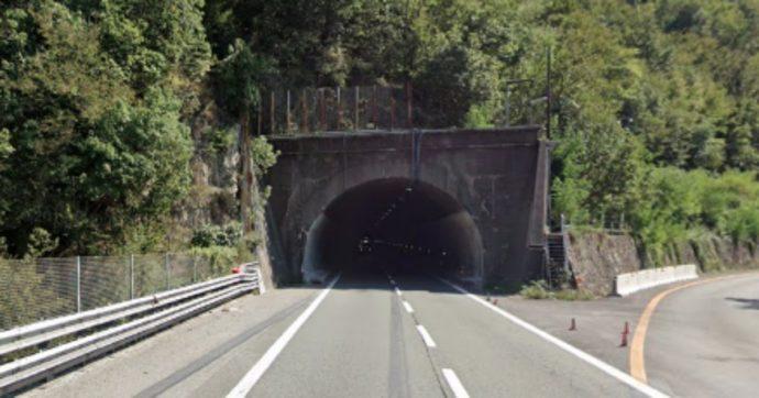 Autostrade, tratto della A7 chiuso per lavori in una galleria: fino a 16 km di coda tra Genova e Ronco Scrivia. Nodo genovese in tilt e proteste