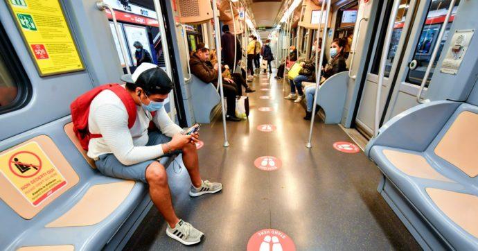 Coronavirus, la babele di regole sui mezzi pubblici: ecco come si viaggia  nelle regioni e dove sono cadute le norme di distanziamento - Il Fatto  Quotidiano