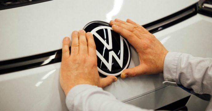 Nuova multa per Volkswagen: nel 2020 non ha rispettato i limiti Ue alle emissioni di Co2. Ma i ricavi 2020 tengono grazie alla Cina