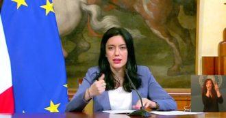 """La scuola riparte il 14 settembre: la ministra Azzolina firma l'ordinanza. """"Polemiche sui banchi? Lasciateci lavorare"""""""