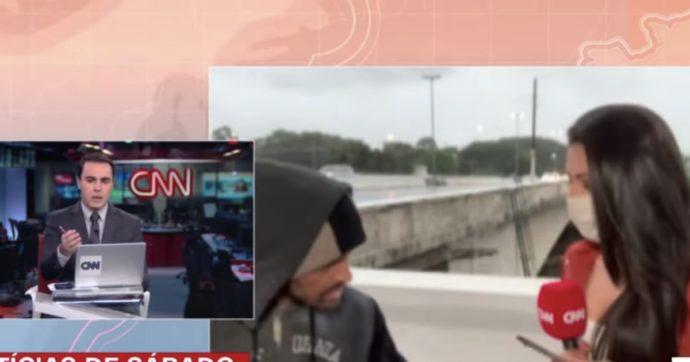 Giornalista Cnn rapinata in diretta: l'uomo armato di coltello le si avvicina e la minaccia
